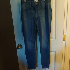 SO Jr. Med. Denim Jeggings- like new